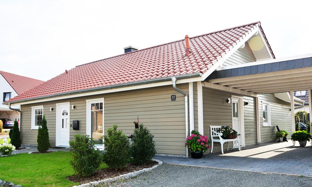 Fjorborg-Holzhaus – ebenerdiges Holzhaus – Haustyp Lundeborg mit Caport – BV 7284