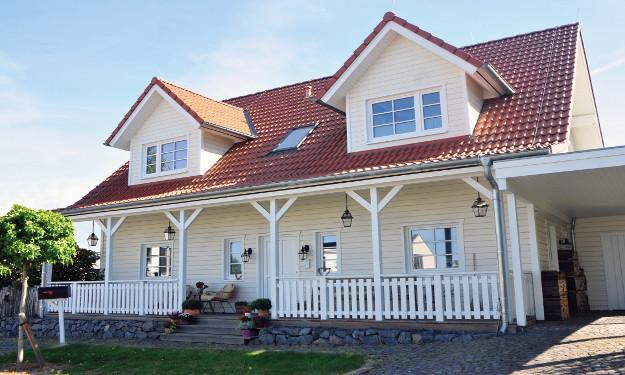 Fjorborg_Holzhäuser_zweigeschossiges Haus_Haustyp Stockholm_BV6218_Bonn_Haus-mit-Veranda_01