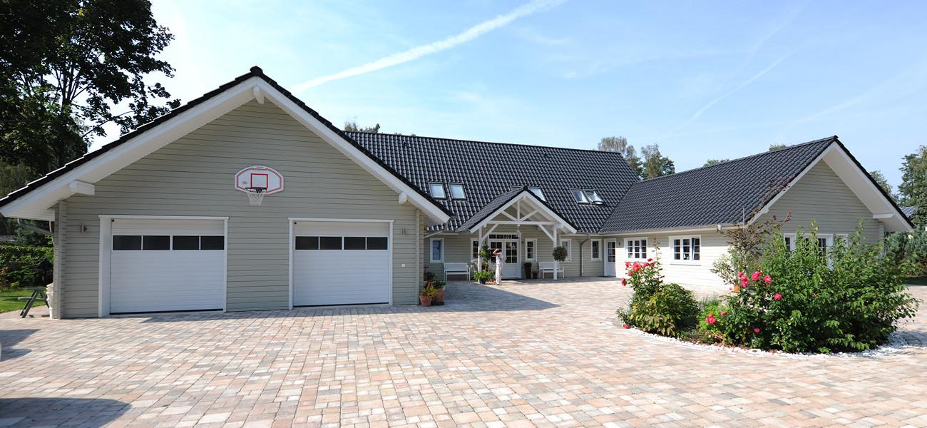 Fjorborg Holzhaeuser - 1,5 geschossiges Holzhaus - Wohntraum Haus am See - Einfahrt Doppelgarage - BV5777