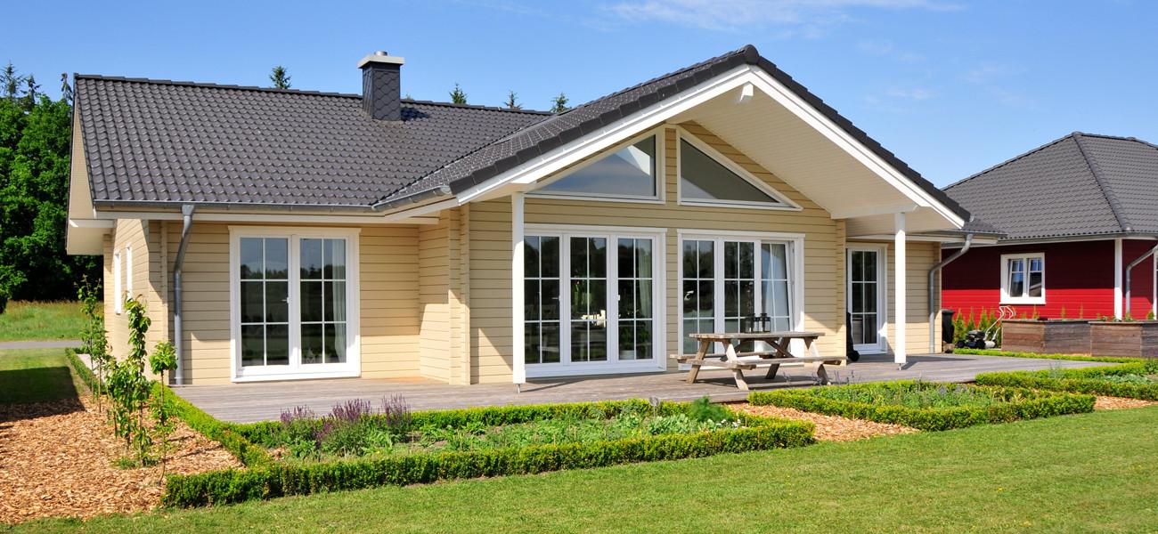 Fjorborg Holzhaeuser - Ebenerdiges Holzhaus - Haustyp Anholt - Gartengestaltung - Terrasse - BV6533