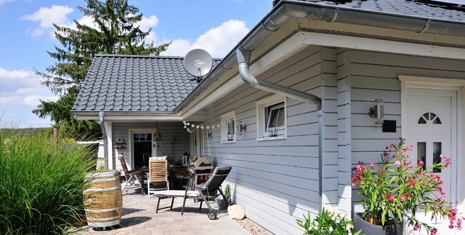 Fjorborg Haeuser - Wohntraum Selbstbauen - ebenerdiges Holzhaus - Garten
