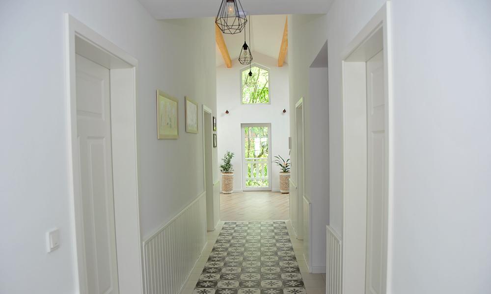 Fjorborg Häuser – ebenerdiges Holzhaus – Eigener Entwurf – Hausflur – BV7021