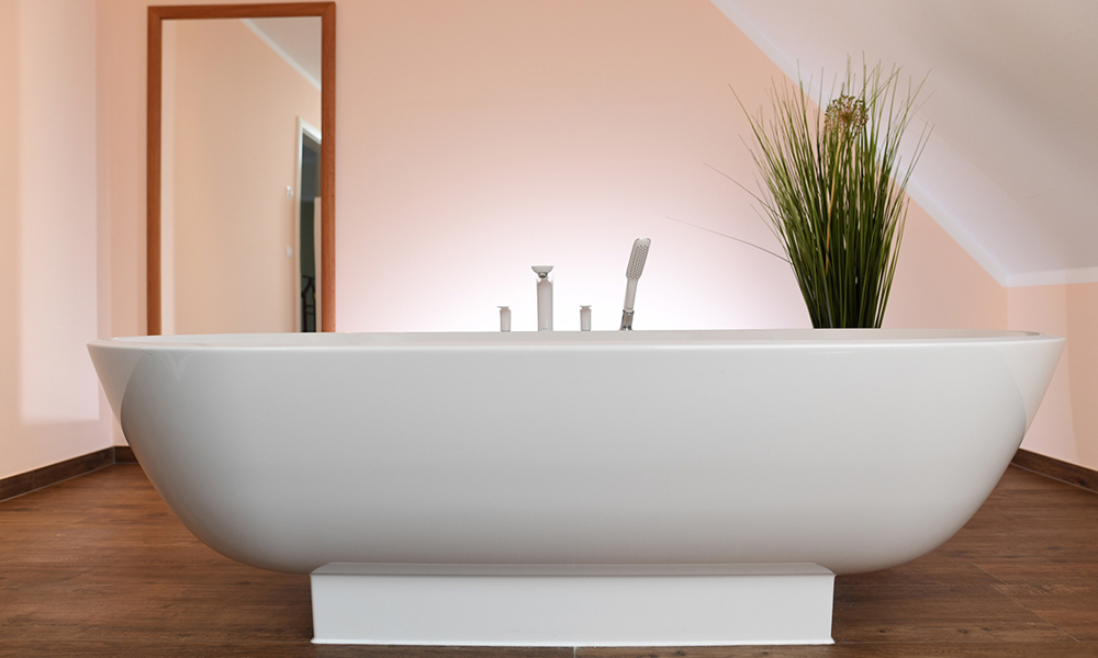 Fjorborg Häuser – zweigeschossiges Holzhaus – freistehende Badewanne – BV5777