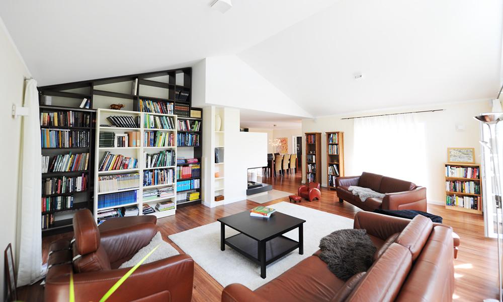 Fjorborg Häuser – zweigeschossiges Holzhaus – grosses Wohnzimmer – BV5777