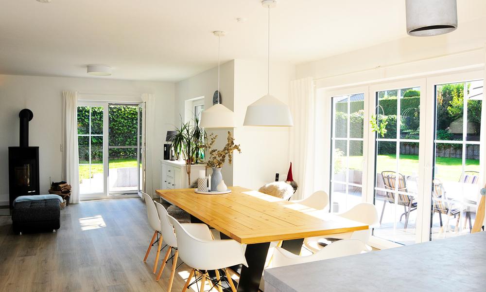 Fjorborg Häuser – zweigeschossiges Holzhaus – Wohn-/Esszimmer – BV7051