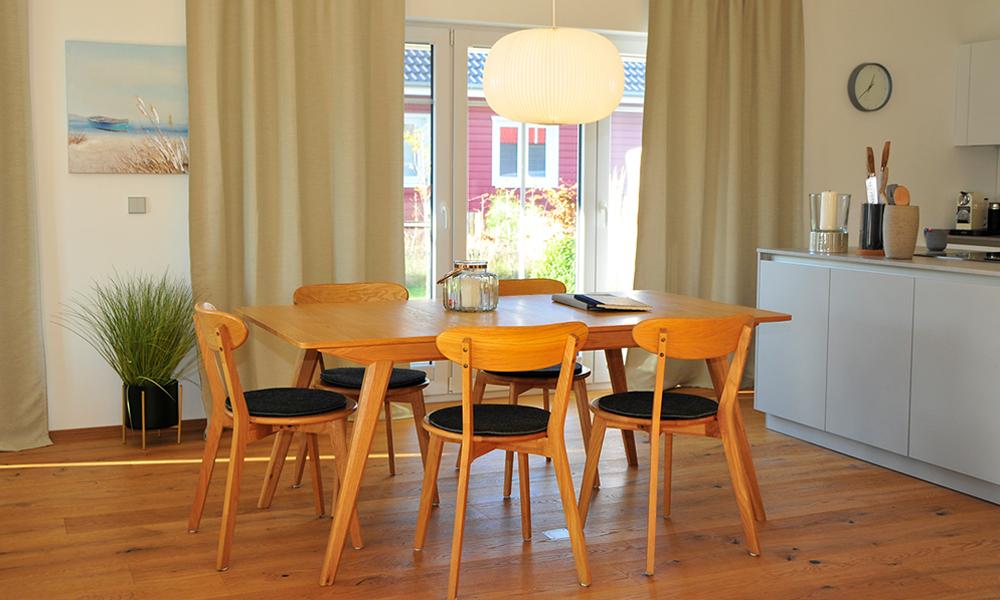 Fjorborg Häuser – ebenerdiges Holzhaus – Eigener Entwurf – Esszimmertisch – BV7004