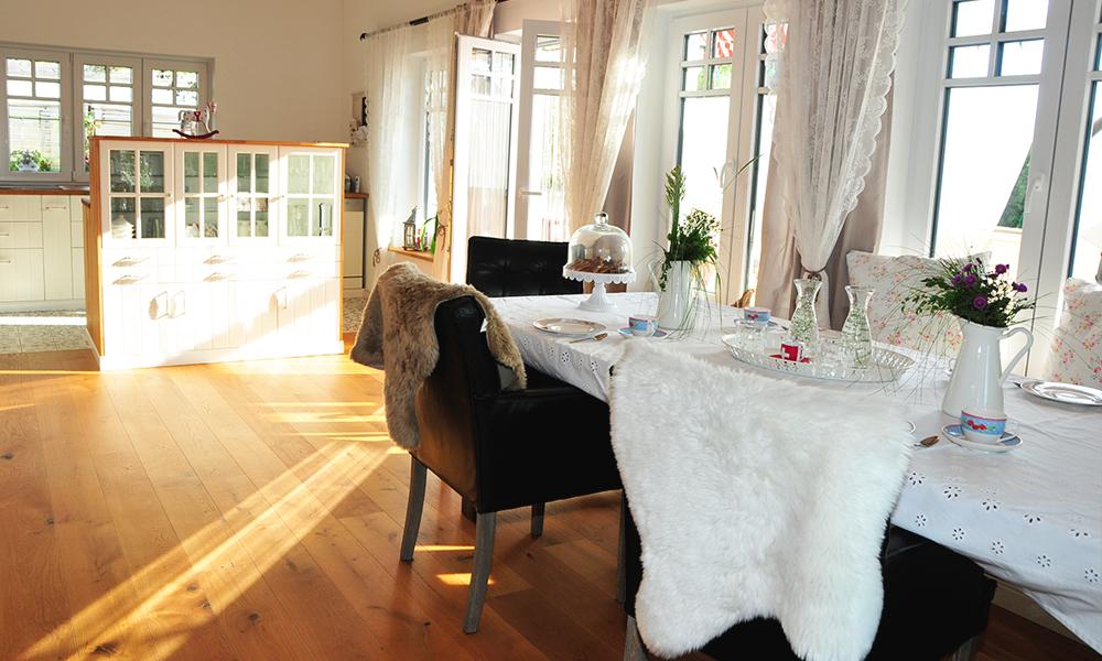 Fjorborg Häuser – ebenerdiges Holzhaus – Haustyp Vejle – Küche und Esszimmer – BV6660