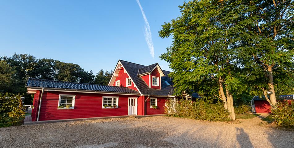 Fjorborg Haeuser - Wohntraum Wohnen und Arbeiten unter einem Dach - 1,5 geschossiges Holzhaus - Haustyp Helsingoer - Frontansicht - BV6638